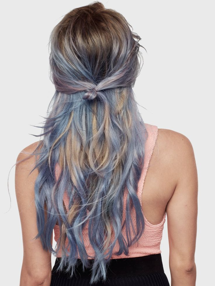 Auch die Nuance Mint-Blue der Colorista 1-Day-Color-Sprays von L'Oreal Paris (um acht Euro) sieht bei hellen Haaren ultracool aus. Sind eure Haare nicht hellblond, bleibt die Farbe des Sprays allerdings sehr dezent.Welche Haarfarbe passt zu mir? Ein Test