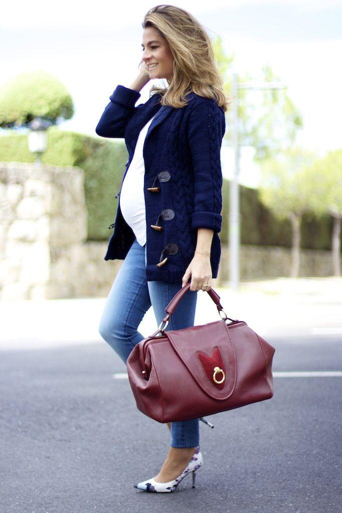 Fashion and Style Blog / Blog de moda . Post : Friday Look / Look del Viernes .More pictures on/ Más fotos en : http://www.ohmylooks.com .Llevo/I wear: Jeans : H&M ; Jacket / Chaqueta : Primark ; T-Shirt / Camiseta : Kabak ; Bag / Bolso : Uterqüe ; Shoes / Zapatos : Pilar Burgos