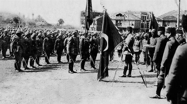 Tarihin en kanlı zaferi  Çanakkale Cephesi, dünya diplomasisinin kasvetli bulutlarla kaplandığı 1900'lü yılların başlarında patlak veren I. Dünya Savaşı'nın bir cephesi olarak açıldı. İtilaf Devletleri Türk tabyalarının tamamen etkisiz hale getirildiğine inanarak 18 Mart 1915'te Çanakkale'den geçme girişimini başlattı. Ancak bu onlar için tam bir felaketle sonuçlandı.