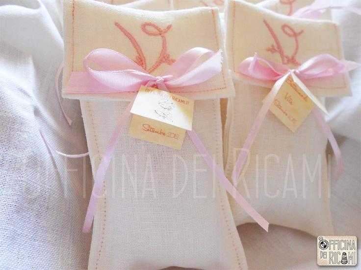 "#handcrafted #embroidery little sachets boxes or bags, customize with confetti in them, that you give away at #birth #birthday #communion #confirmation #baptism | #bomboniere sacchetti #portaconfetti per #nascita #compleanno #comunione #cresima #battesimo completamente personalizzabili e made in Italy.  Model: ""Lemon"""