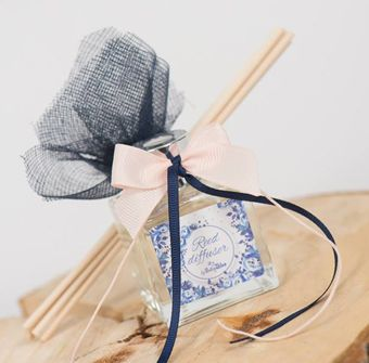 γάμος και βάφτιση μαζί, θέμα μπλε λουλούδια, αρωματικό με sticks μπλε λουλούδια, θέμα για γάμο και βάφτιση μαζί, πρωτότυπο θέμα για γάμο και βάφτιση αγοριού, προσκλητήριο για γάμο και βάφτιση μαζί μπλε λουλούδια , μπομπονιέρα μαξιλαράκι μπλε λουλούδια με κρίκο ευχών, πρωτότυπος γάμος και βάφτιση μαζί, ιδέες για γάμο και βάφτιση αγοριού μαζί