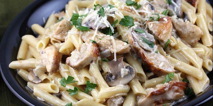 Πένες με κοτόπουλο, μανιτάρια και σάλτσα τυριού