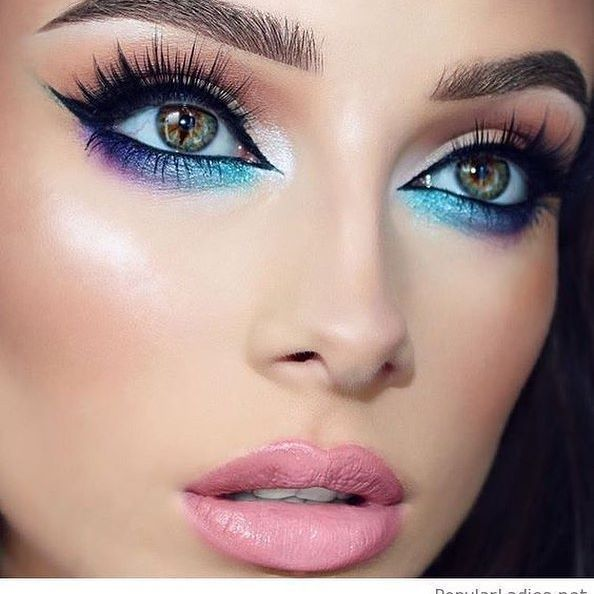 Monday Blues.....when done right blue eyeliner is so tantalizing! This is a nice balance of top lid rose tones with light streaks outlining under brow and what gorgeous lashes!   #Regram via @luxury_skincare_beauty