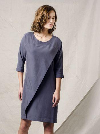 Fenny Faber blauwgrijze jurk met aangeknipte mouwen en flap in Modal