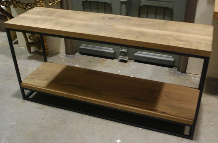 Fraaie sidetabel gemaakt van een stalen frame met een eiken blad. - Kleine tafels, bijzettafels en salontafels - Antieke tafels, tafels van oud hout. landelijke tafels. - De Jong Interieur