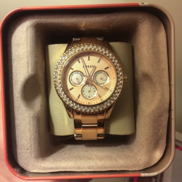 Fossil Watch Rose Gold Women's Fossil watch in color rose gold. Come with original box, tags, and all watch links. Had a couple links taken out and will be included in your purchase. Fits a small wrist. Fossil Accessories Watches