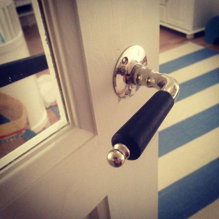 Retro handles on the kids bedroom doors.