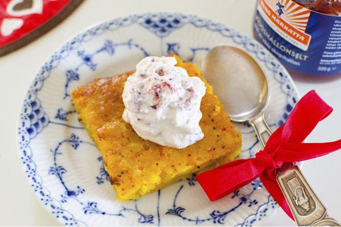 Gotländsk saffranspannkaka  Den Gotländska specialiteten Saffranspankaka passar lika bra till julkaffet som till en lyxigare efterrätt. Krydda den gärna med lite extra kardemumma.