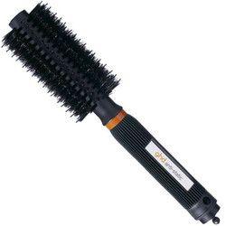 ghd Anti Static Brush  Den här hårborsten är speciellt utvecklad för användare med medellångt eller långt hår, rakt eller lockigt. Anti-static Brush reducerar dessutom den statiska elektriciteten och slätar ut frissighet - samtidigt som den ger håret glans. Det rundande borsthuvudet är suveränt för att forma toppar och skapa vågor.  Den jämna borstytan motverkar statisk elektricitet och borsten är tillverkad i tålig polykarbonat med greppvänligt handtag.
