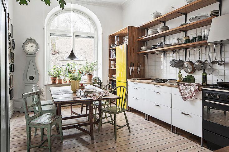 Det här har ni inte missat, va? Pluras lägenhet, där också första säsongen avPluras kök spelades in, är till salu via Skandiamäklarna. Köket hör så klart till höjdpunkterna (och så himla härligt med...