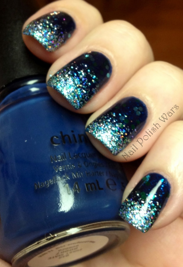I love the colour contrast between the dark base and the light blue shimmery glitter. Awesome :)