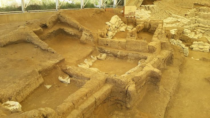 Binlerce yıl önce insanların evim dedikleri yerlerden birisi, tarih öncesi döneme ait bir şehir Çatalhöyük. Konya da bir tepe, tepe üst...