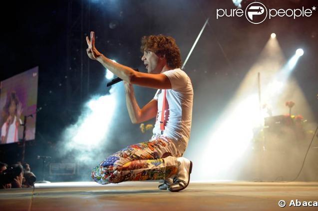 Mika in those cartoon pants - Mika PALEO Festival Nyon - Switzerland Jul 23, 2008