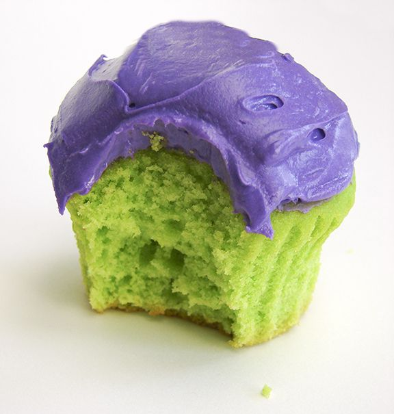 Hulk cupcakes...USED WHITE CAKE MIX AND DYED SOME GREEN AND SOME PURPLE.  REALLY EASY