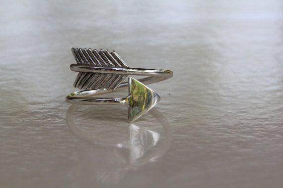 ✤ ARROW 925 sterling zilveren ring ✤    Handgemaakte massief sterling zilveren pijl ring is prachtig gedetailleerd. Een kleine eenvoudige maar