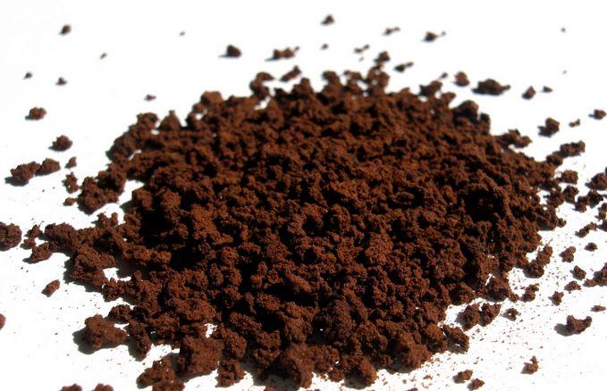 Koffieprut- goed tegen mieren, verjaagd de katten uit je tuin,diehebben er een hekel aan om er op te lopen. Vergeet de mieren niet,gooi waar je ze ziet. Goed als bodyscrub, goed voor wallen onder je ogen. Mest voor hortensia,camelia en nog veel meer