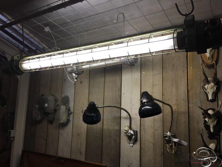 Industrieel TL lampen stijl in Gegoten aluminium en glas, Vintage, in Origineel staat, te koop in Industriële Verlichting | Burbri