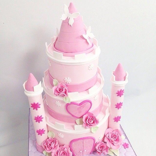 mcakesjapan可愛いお城のケーキ♥️ #love #favorite #fondant #fondantcake #customcake #cake #cute #mcakesjapan #pink #birthdaycake #お城 #特大サイズ #可愛い #ケーキ #3段ケーキ