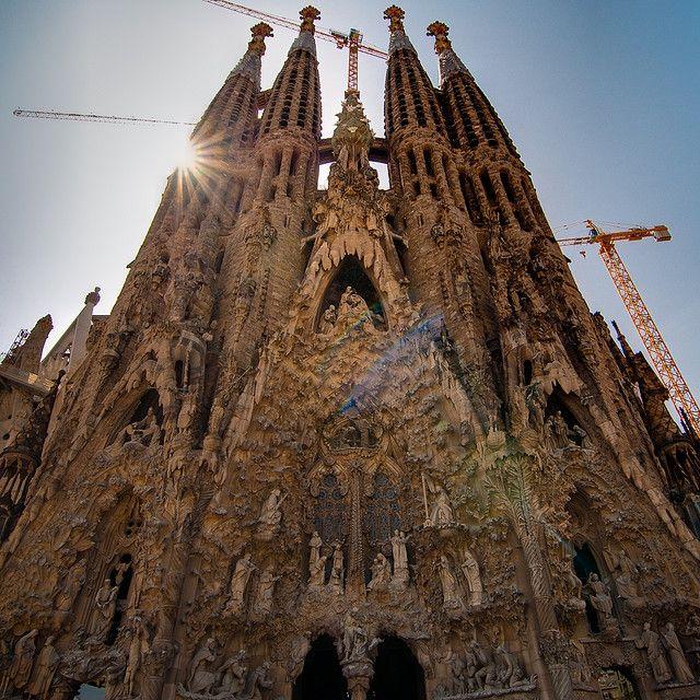 Antoni Gaudi - sagrada familia