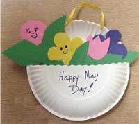 Paper Plate May Basket - lovely for mom or grandma too :)