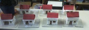 Huisjes bouwen van suikerklontjes. Eventueel met sterke lijm