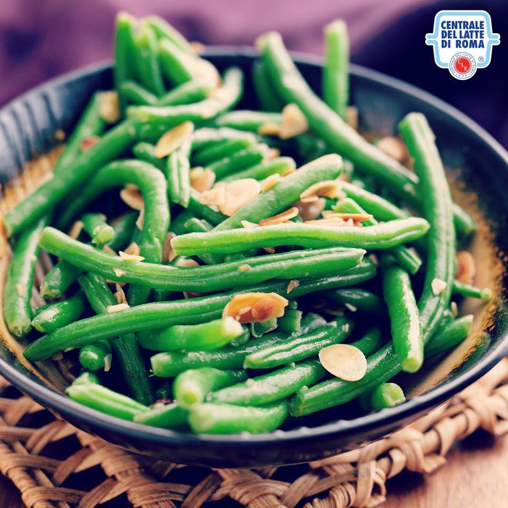 #Fagiolini saltati in padella serviti con scaglie di mandorle *** Sauteed green beans with almonds