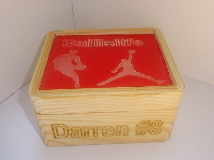 DA wooden box.