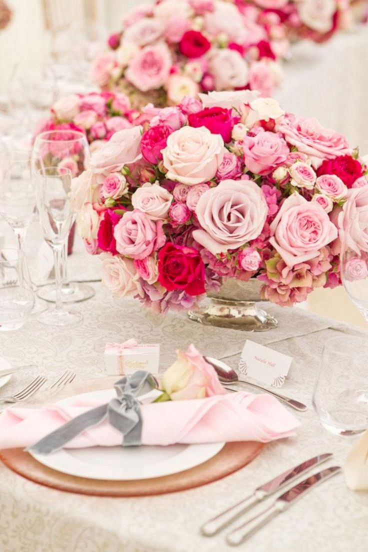 Cool Red And Pink Flowers Centerpieces Idea For Wedding in February (30+ Beautiful Pictures)  https://oosile.com/red-and-pink-flowers-centerpieces-idea-for-wedding-in-february-30-beautiful-pictures-17789