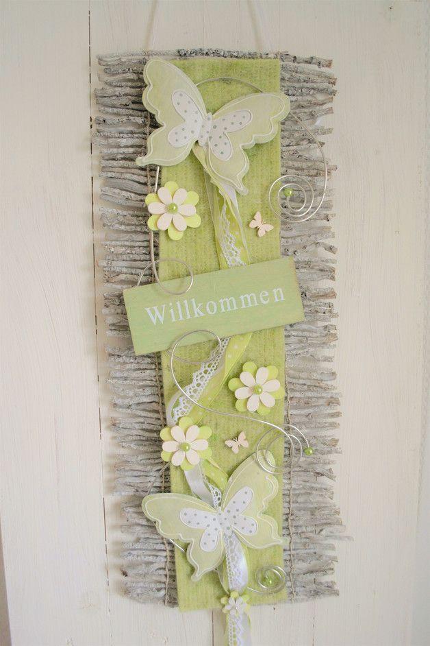 Hallo zusammen! Biete Euch hier einen schöne Wand oder Türdeko an. Wurde in liebevoller Handarbeit von mir gefertigt.  Diese Rebenmatte in grau/grün kann sowohl als Wand- oder Türbehang benutzt...