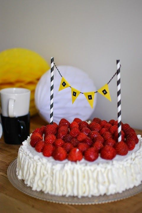 DecoDreamer's Diary: strawberry cake, birthday cake, christening cake, party decoration, mansikkakakku, kermakakku, ristiäiskakku, juhla, koristelu