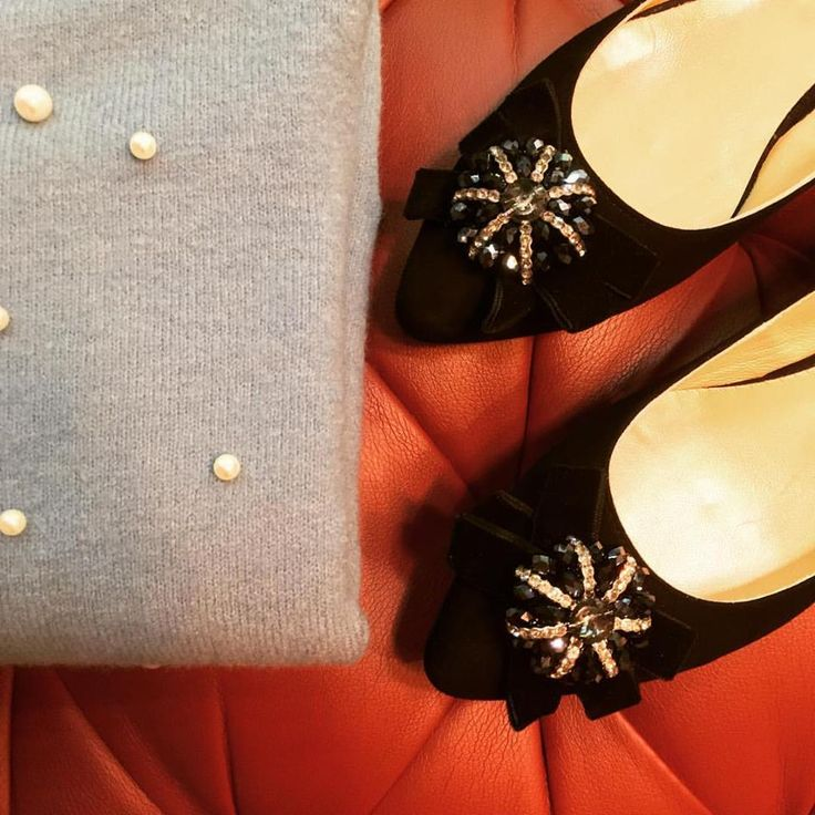 ✨Nothing works without details. They are everything, the baseline of quality. ✨ ⭐️Happy Monday Fashion Lovers 😘  #CherryHeel #LuxuryShoes #Shoes #clothes #MadeinItaly #fashion #style #Fall2017 #FW1718 #NewCollection #JeweledFlats #pearls #brands #luxurybrands #trends #love #барселона #стиль #новаяколлекция #итальянскиебренды #мода #блогер