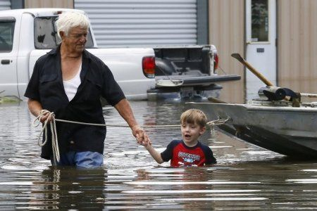 The flooding disaster that killed 7 in Louisiana is now moving into Texas