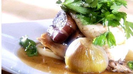Cuisse de poulet braisée au vin rouge, lard fumé et échalote fondante - Recettes - À la di Stasio
