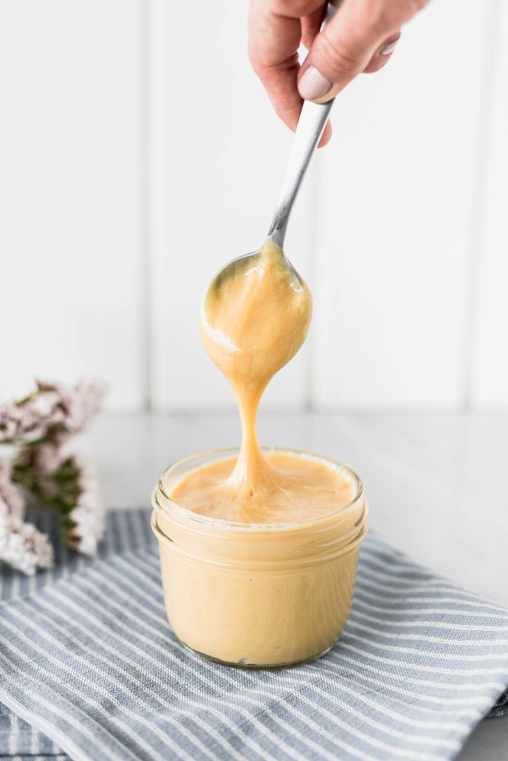 This manjar blanco or Peruvian dulce de leche is my absolute downfall. There's no way I see a pot of it and not dunk a spoon in it. Just Desserts, Delicious Desserts, Dessert Recipes, Quirky Cooking, Decadent Food, Curd Recipe, Fruit Smoothie Recipes, Pastries, Food Cakes