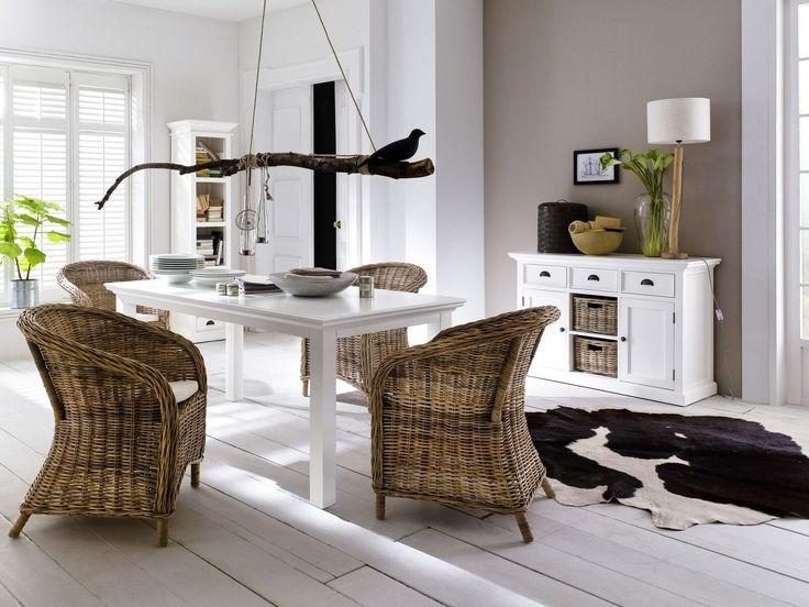 Buffetkast wit hout met rieten manden van het merk Nova solo. In Nederland bij Meubelen-Online https://www.meubelen-online.nl/buffetkast-wit-deuren-lades-en-manden-wittevilla