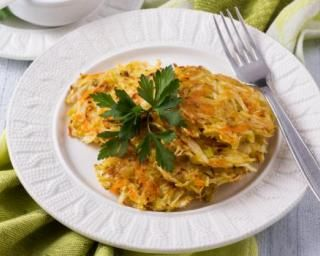 Galettes de légumes légères sans friture : http://www.fourchette-et-bikini.fr/recettes/recettes-minceur/galettes-de-legumes-legeres-sans-friture.html