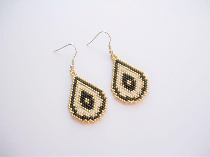 boucles d'oreilles en forme de goutte / perles miuyki noir ,blanche et argenté / crochet en acier inoxydable