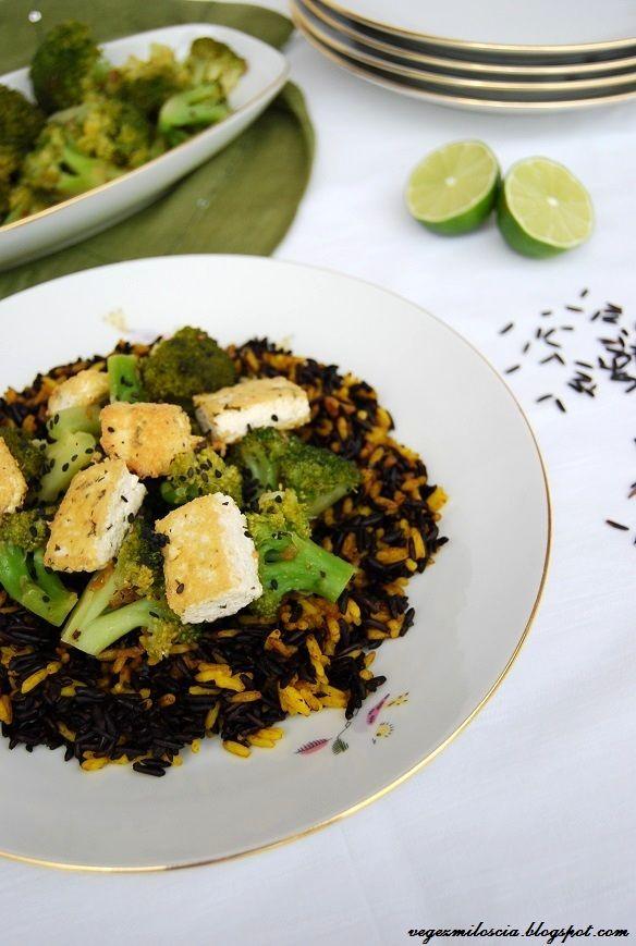 Vege z Miłością: Czarno-żółty ryż z brokułami i tofu