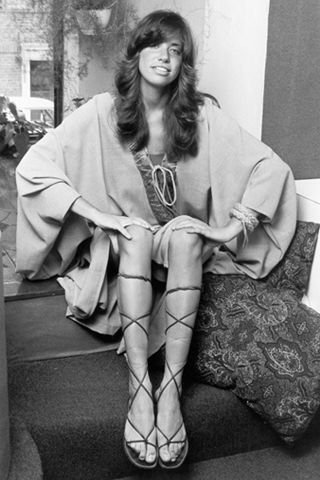 Carly Simon - loving the sandals!