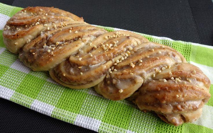 Nusszopf (Rezept von einem Bäckermeister), ein raffiniertes Rezept aus der Kategorie Kuchen. Bewertungen: 45. Durchschnitt: Ø 4,6.