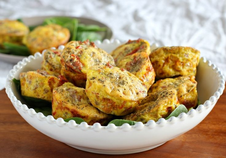 Sausage pizza egg muffins {Paleo and whole30} are great little tasting muffins filled with sweet Italian sausage, sun dried tomatoes, Italian seasoning, eggs, and garlic.