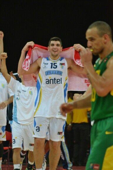 Esteban Batista celebrando la victoria ante Brasil en el campeonato FIBA Américas celebrado en Venezuela con ocasión a la  clasificación delvmundial de baloncesto España 2014