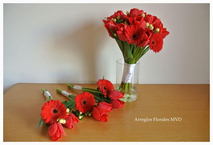 Ramo con flores rojas. Montevideo, contacto: 092.071.272