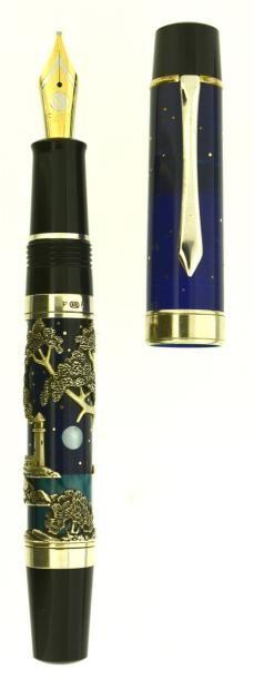 CLASSIC PEN Moonlight Mythos, stylo plume série limitée réalisée par l'artiste Paul Rossi. Capuchon en résine bleu marbré avec des incrustations de points en or représentant le ciel étoilé. Corps en résine… - Artcurial - 06/12/2014