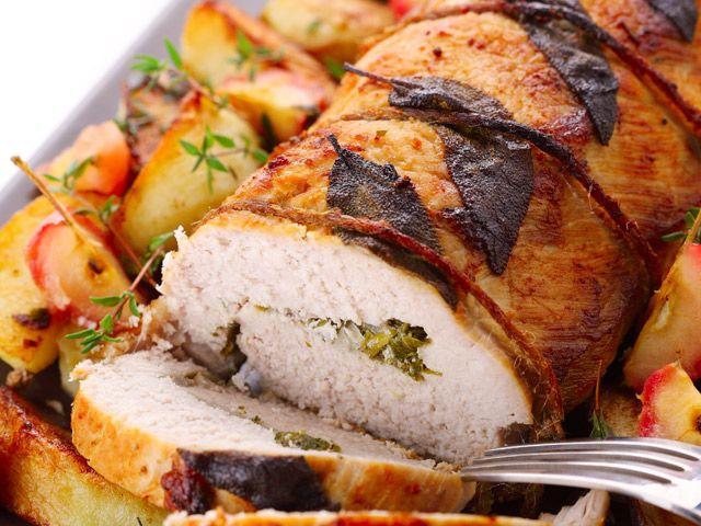 COME CUCINARE UN PERFETTO ARROSTO DI NATALE - Che sia un arrosto di pollo con mele e sedano rapa o un arrosto di tacchino con cipolle, a Natale questo delizioso piatto non può mai mancare.