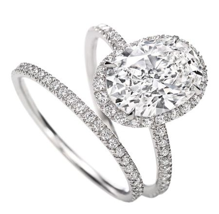 oooh pretty...Micropav Ring, Oval see this is why I have oval cut... Love!