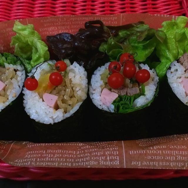 昨日は恵方巻き食べられなかったので お弁当に入れました〜 なぜか具はチャプチェ! ヽ(*^∇^*)ノ 朝の6.30の送迎も、急に日が明るくなってきましたね〜 - 85件のもぐもぐ - ピロさんの料理                              恵方巻き                                              日本の焼き海苔で韓国キムパ by 1125shino