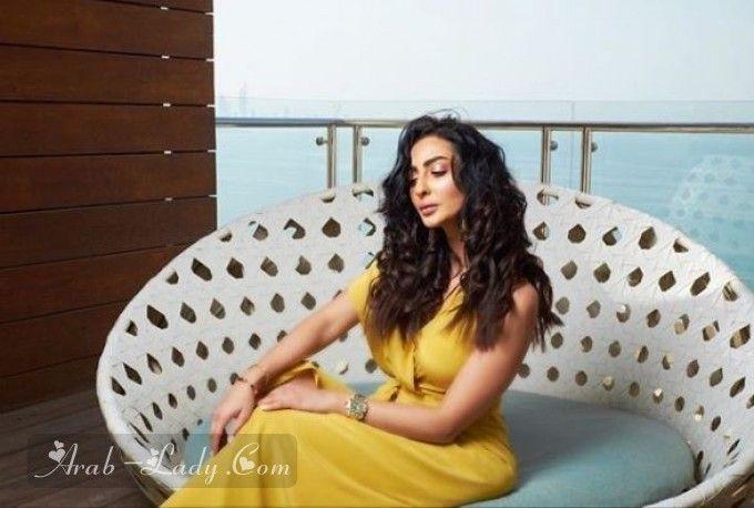 نور الغندور و30 ستايل شبابي لها أيهما الأجمل Arab Women Actresses Sleeveless Dress