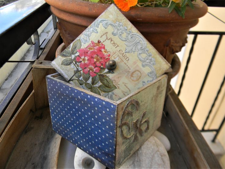 Ξύλινο κουτί με παλαίωση και στένσιλ