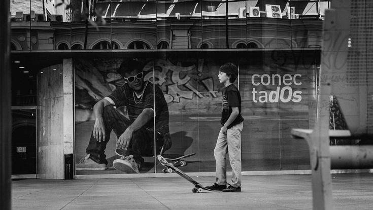 Connected - Conectados by Eduardo Gomez